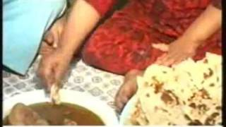 getlinkyoutube.com-Lahore 18 months old girl eats 20 roti a day