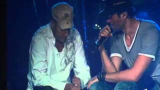 getlinkyoutube.com-Enrique Iglesias cries on stage