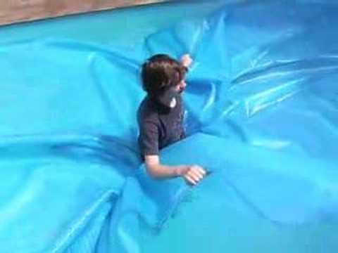Теплосберегающее покрытие для бассейна.