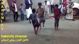 getlinkyoutube.com-اولاد يمنيين يرقصون بيضاني في عرس - حاشد - بصنعاء