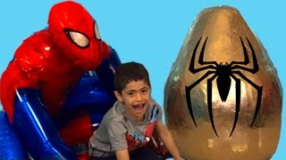 getlinkyoutube.com-Super Giant Golden Surprise Egg - Spiderman Egg Toys Opening + 1 Kinder Surprise Eggs Unboxing