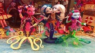getlinkyoutube.com-Monster High SCARRIER REEF! Posea Reef Pearl Peri Serpentine Kala Merri MINI REVIEW