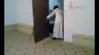 طفل جني يهاجم أباه