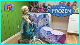 getlinkyoutube.com-HUGE FROZEN SURPRISE TOYS TENT Elsa Bicycle Ride-On Toy Surprises Bubble Wand