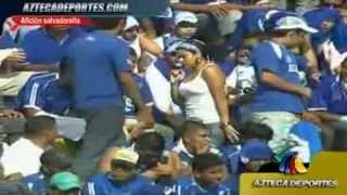فيديو : تحرش مشجعين نادي مكسيكي في بنت