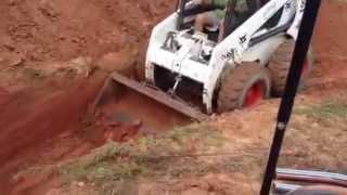 getlinkyoutube.com-Bobcat 863-C Turbo Skid steer digging 5Ft.hole with new bucket teeth