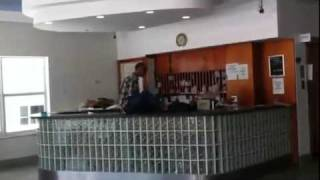 getlinkyoutube.com-Angry Man With No Arms Destroys Hotel Lobby