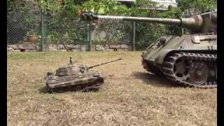 getlinkyoutube.com-1/4 and 1/16 RC King Tiger Königstiger RC Tank Crushing Can Together HD