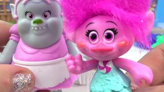 getlinkyoutube.com-Dreamworks TROLLS Movie, Song and Dance Poppy & Branch, Cooking Cupcakes with Bergen Bridget