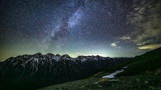 getlinkyoutube.com-星空タイムラプス#45 穂高・槍ヶ岳に沈む天の川とモルゲンロート~蝶ヶ岳にて Star 4K Time Lapse in Japan#45~The Hida Mountains, Japan