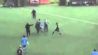 getlinkyoutube.com-Amateurfußball extrem: Wunderschönes Freistoßtor endet in brutaler Massenschlägerei