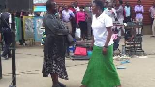 getlinkyoutube.com-MAMA MKWE- BY ROSE MUHANDO IN THE STREETS OF NAIROBI