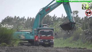 getlinkyoutube.com-Excavator Kobelco SK200 Geospec Dredging Loading Dump Truck 130HT