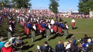 getlinkyoutube.com-Fergus Scottish Festival 2015: Massed Bands (Part Two)