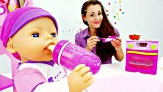 getlinkyoutube.com-Видео куклы для девочек.Дочки матери.Ляльки: собираем Эмили на прогулку