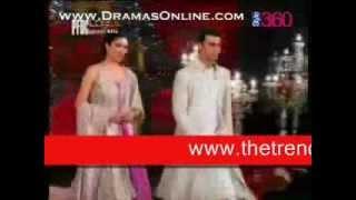 getlinkyoutube.com-Mahira Khan at Umer Saeed Bridal Dresses Ramp By The Trendy Style Dress Shop.wmv