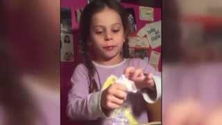 getlinkyoutube.com-AMAZING MAGIC TRICK: Little Girl makes bird appear !!!!