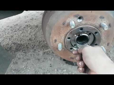 Где у Mazda Бонго находится сальник двигателя