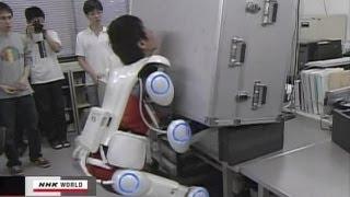 getlinkyoutube.com-Robot suit HALالبدلة الآلية تمكنك من رفع الاوزان الثقيلة جدا