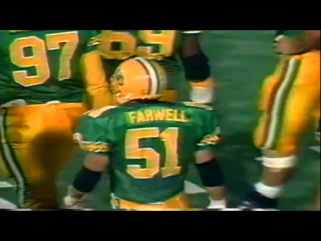 Oregon LB Joe Farwell stuffs USC QB Reggie Perry on an option run 9-28-91