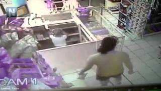 Shocking moment mother teaches four year old daughter to steal