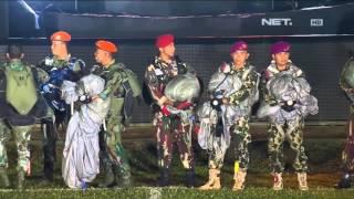 getlinkyoutube.com-Atraksi Terjun Payung oleh TNI dan Polri di Opening Ceremony Indonesian Championship Torabika 2015