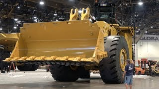 The World's biggest mechanically driven wheel loader, Caterpillar  994k