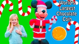 getlinkyoutube.com-ASSISTANT Santa Mission to Find the Giant Chocolate Coin with Holiday Mickey Mouse Toys Video