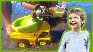 getlinkyoutube.com-Toy Dump Trucks Launch Melon Boats