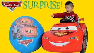 getlinkyoutube.com-Disney Cars Giant Surprise Egg Lightning McQueen Toys Unboxing and Opening Fun With Ckn Toys