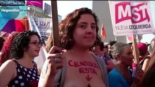 getlinkyoutube.com-El Tetazo Argentina: Women in Argentina Go Topless in Protest Over Right to Sunbathe Topless