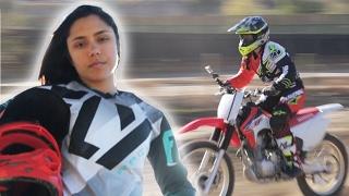 getlinkyoutube.com-Women Race Dirt Bikes For The First Time