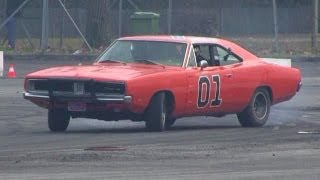 getlinkyoutube.com-The General Lee Trying Drifting - Dodge Charger R/T Drift & SOUND!!