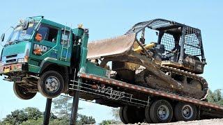 getlinkyoutube.com-Fuso Self Loader Truck Transporting Bulldozer Compactor