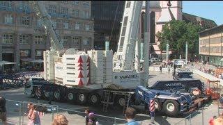getlinkyoutube.com-Kölner Dom - Demontage des 2. Hängegerüst - Cologne Cathedral Scaffolding - Part 1 crane montage