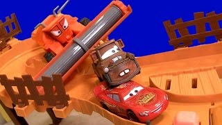 CARS Escape From Frank Track Set with Tractor Tipping & Frank the Combine DisneyPixarCars Launcher