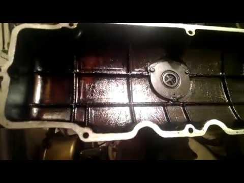 Москвич Иж-412: клапанная крышка двигателя снята