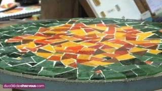 getlinkyoutube.com-Relooker une table bistrot avec une mosaïque.mp4