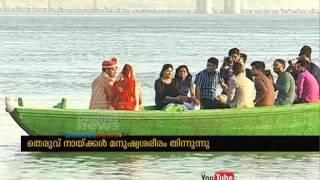 getlinkyoutube.com-Stray dogs eats dead body near ganga river at Varanasi
