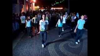 getlinkyoutube.com-Sarawak Flashmob MOVE 2012 : Earth Hour : Switch off the lights, Turn on the  City Souls