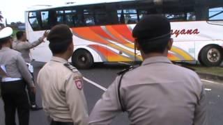 tabrakan maut bus ramayanan vs truk 32)