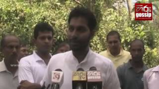 Niroshan Premaratne scolds the government-