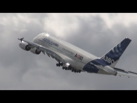 Airbus 380 Giant of the Sky - Demonstration of maneuverability