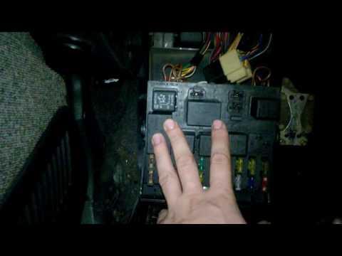 При включении ближнего света включаются дворники. не работает панель приборов.