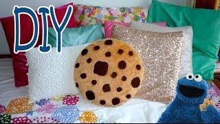 getlinkyoutube.com-DIY ROOM DECOR ❤ Super simple COOKIE PILLOW! (Sew/No sew)