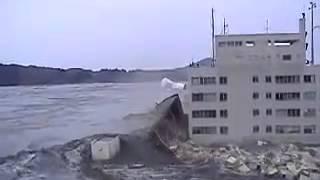 getlinkyoutube.com-La vidéo la plus choquante du tsunami au Japon