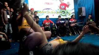 getlinkyoutube.com-HOT!!!  Novi ananda feat rita ratu tawon _ aku meriang
