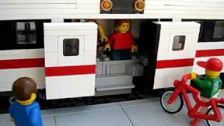 getlinkyoutube.com-LEGO Power Functions Commuter Train with automatic sliding doors 1
