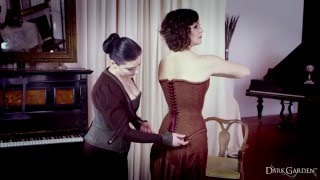 getlinkyoutube.com-Corset Lacing with Autumn Adamme of Dark Garden Corsetry