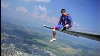 getlinkyoutube.com-Relax on the wing of L-13 Blanik Glider... and JUMP!!!